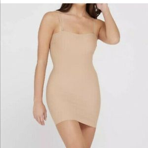Assets by Spanx Micro Shaping Slip nude medium